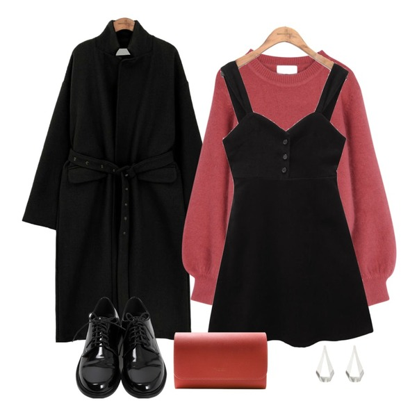 ABLY 앙고라 퍼프니트,common unique [OPS] SUEDE BUTTON BUSTIER OPS,common unique [OUTER] WOOL EYELET STRAP LONG COAT등을 매치한 코디
