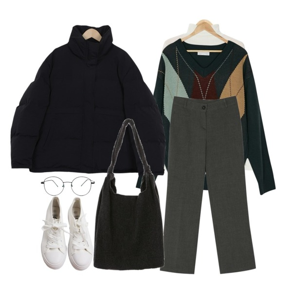 AIN tight high neck pola T (3 colors),BANHARU v-neck long sleeve argyle knit,BANHARU 2 color napping slim boots cut slacks등을 매치한 코디