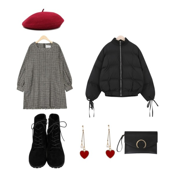 AIN autumn color beret,From Beginning Fleece warm sweat walker_H (size : 230,235,240,245,250),AIN innovate check mini ops등을 매치한 코디