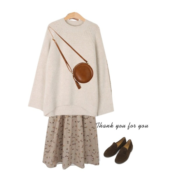 common unique [OPS] FLOWER BANDING LONG OPS,AIN round front loafer (225-250),MESMIN 소프트 언발 니트 (5color)등을 매치한 코디