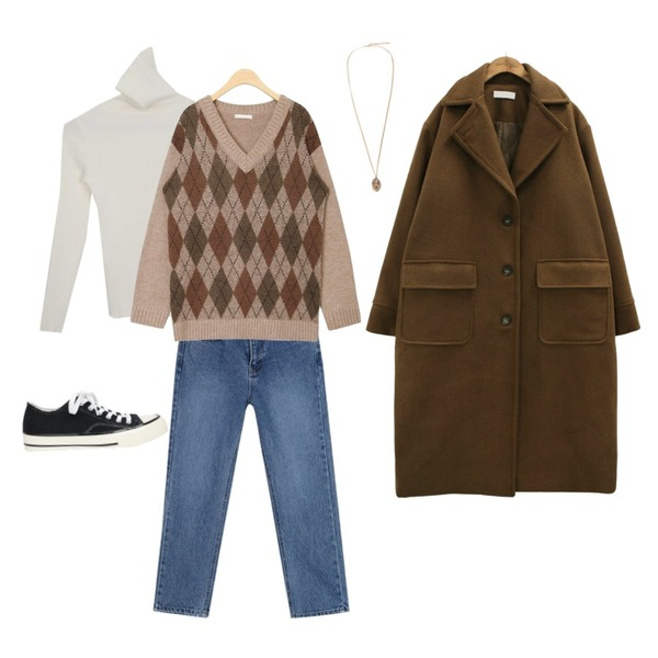 AWAB 요맘떼보들폴라,AIN worth denim straight pants (s, m),AIN mos argyle v-neck wool knit등을 매치한 코디