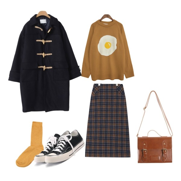common unique [TOP] FRIED EGG ROUND NECK KNIT,AIN carol check long skirt,OBBANG STYLE 더블샷누빔울떡볶이코트등을 매치한 코디