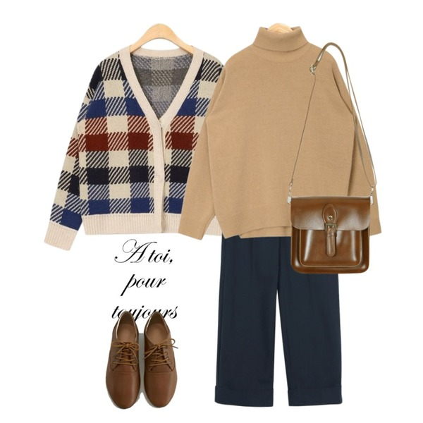 type,AIN check piece wool cardigan,daily monday Roll-up cotton straight pants등을 매치한 코디