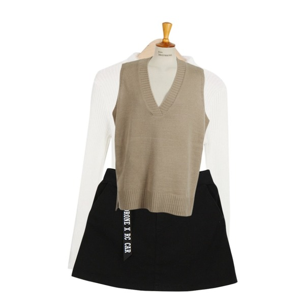 Dailyco 데이트할래?-sk,From Beginning Over unbal knit vest_H (size : free),myblin 밍크 포인트 폴라 티 (5color)등을 매치한 코디
