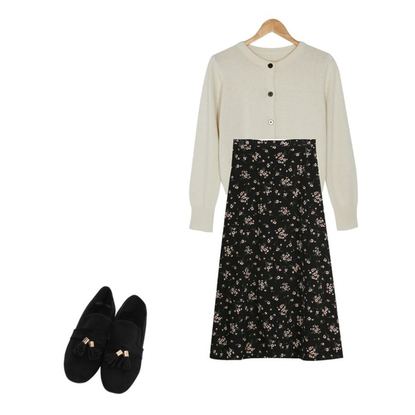 BANHARU lambswool round cardigan,From Beginning Suede tassel flat shoes_M (size : 225,230,235,240,245,250),daily monday Cream flower long skirt등을 매치한 코디