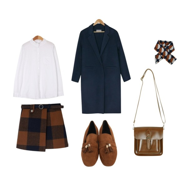 BANHARU [hand made] standard fit simple coat,From Beginning Suede tassel flat shoes_M (size : 225,230,235,240,245,250),From Beginning Vintage buckle mini bag_B (size : one)등을 매치한 코디