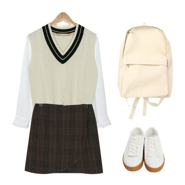 From Beginning Excel rubber sneakers_M (size : 225,230,235,240,245,250),BANHARU boxy pattern knit vest,MASHYELLOW 멜로 프릴 카라 블라우스등을 매치한 코디