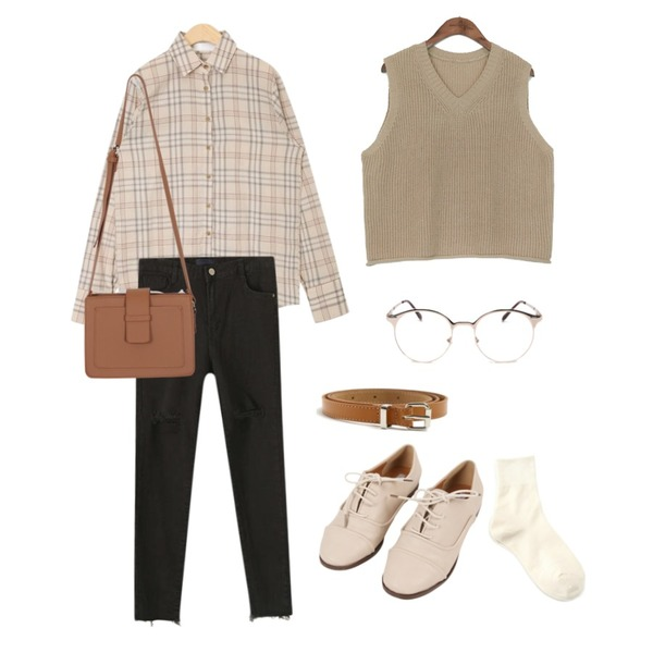 Reine 젠미 스키니 데님 팬츠,AIN soft pastel check shirts,common unique [OUTER] HAJJI V NECK CROP KNIT VEST등을 매치한 코디