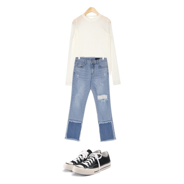 ROCOSIX simple coton sneakers,AIN now see-through round T,UPTOWN HOLIC 셀럽청 pants등을 매치한 코디