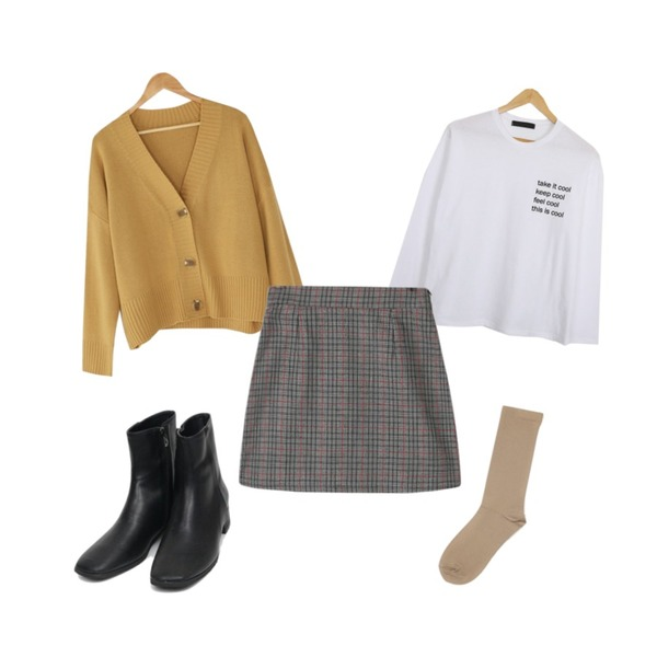 AIN amy ankle boots (230-250),AIN long color socks,BANHARU loose fit cardigan & banding skirt set등을 매치한 코디