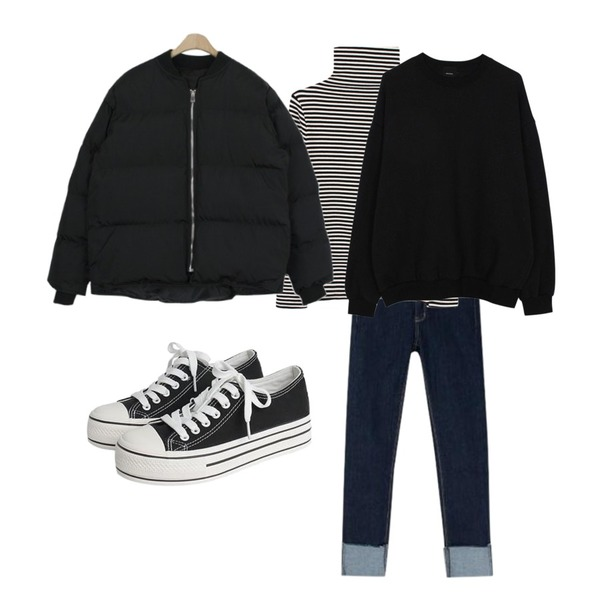 biznshoe Stripe turtleneck top (2color),MIXXMIX 122 롤업 데님 스키니 팬츠,biznshoe Oversize napping mtm (5color)등을 매치한 코디