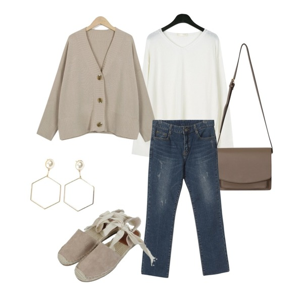 From Beginning Powder knit cardigan two-piece_M (size : free),daily monday Spring natural v-neck knit,From Beginning Stitch pocket leather bag_B (size : one)등을 매치한 코디