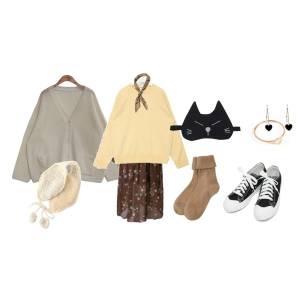 BANHARU solid golgi socks,common unique [OUTER] 7 COLOR LOOSE FIT KNIT CARDIGAN,AIN basic monday sneakers (230-250)등을 매치한 코디