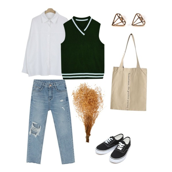 about moon 랜드 셔츠 (3 color),BANHARU damage crop straight jean,AIN daily casual sneakers (230-250)등을 매치한 코디