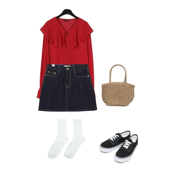 common unique [SKIRT] HIGH A LINE DENIM MINI SKIRT,daily monday Lovely collar dot blouse,AIN daily casual sneakers (230-250)등을 매치한 코디