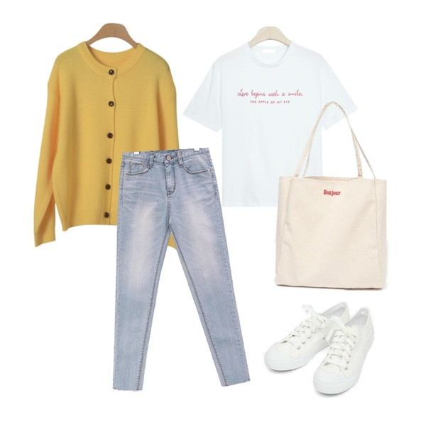 AIN bonjour tote bag,AIN basic monday sneakers (230-250),GIRLS RULE 애플 레터링 반팔티 (t4390)등을 매치한 코디