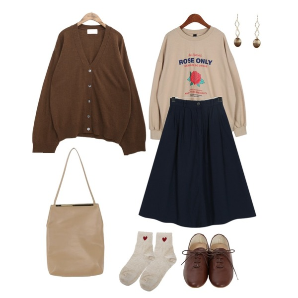common unique [OUTER] MARGARET WOOL KNIT CARDIGAN,Dailyco 로즈온리맨투맨-mtm,From Beginning Fudge flare cotton skirt_H (size : free)등을 매치한 코디