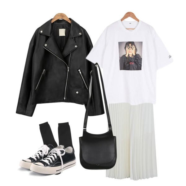 common unique [OUTER] BLACK PLAT RIDER JACKET,AIN muji long socks등을 매치한 코디