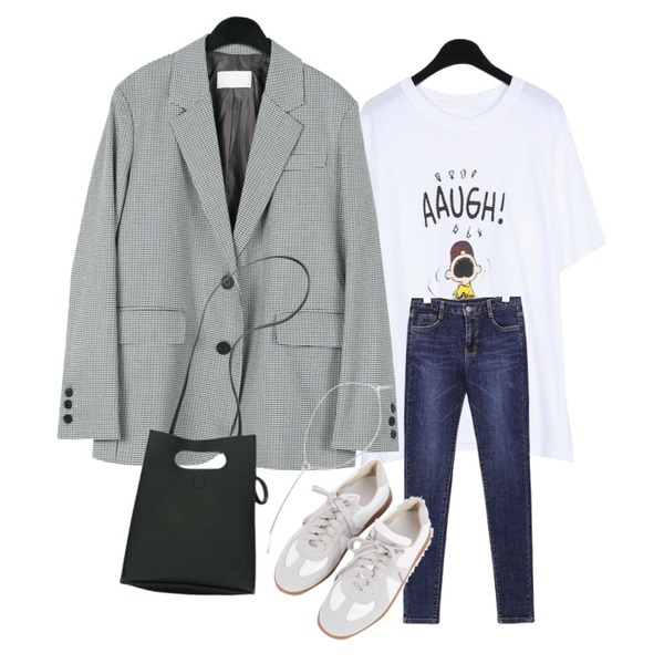 daily monday Noble classic check jacket,common unique [BOTTOM] RUBBER HIGH DENIM SKINNY,daily monday Peanuts printing loose tee등을 매치한 코디