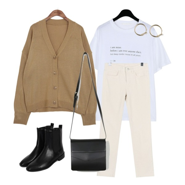 biznshoe Banding ankle boots,daily monday Small lettering tee,daily monday Tidy slim pants등을 매치한 코디