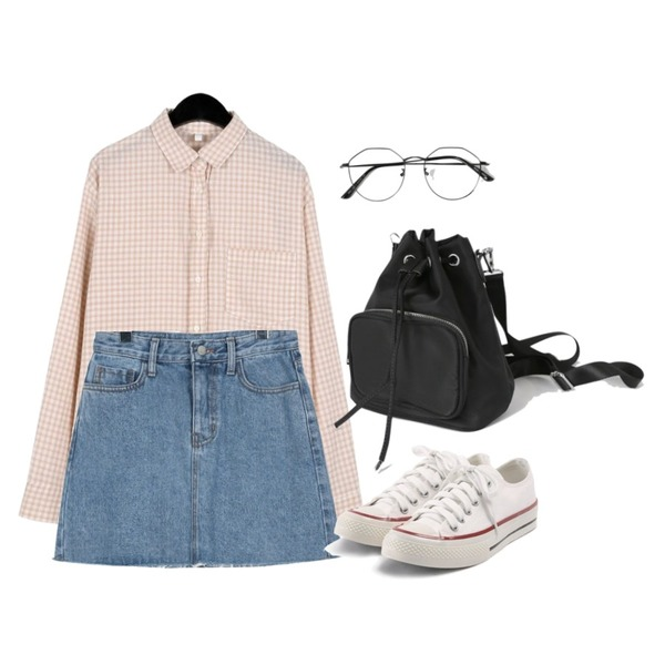 daily monday Vague cutting denim skirt,daily monday Softly check shirts,daily monday Practical mini backpack등을 매치한 코디