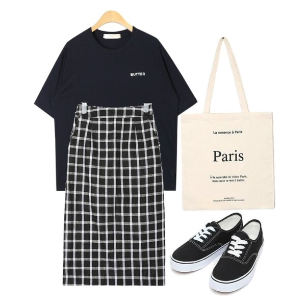 AIN daily casual sneakers (230-250),AIN part slit check midi skirt,AIN wearable butter T등을 매치한 코디