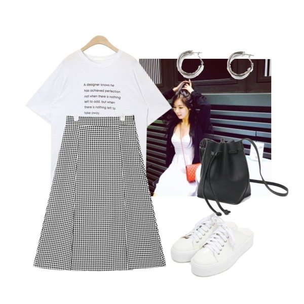 ㅌㅌ,AIN take away typo T,AIN FRESH A gingham slit skirt (s, m)등을 매치한 코디