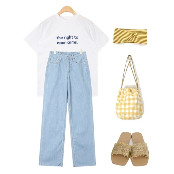 AIN open arms lettering T,AIN image stitch wide denim pants (s, m),AIN check mini lucky bag등을 매치한 코디