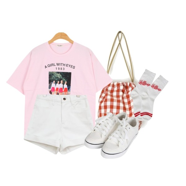 BULLANG GIRL 레트로걸스T(썬반팔 당일출고),common unique [BOTTOM] COTTON ROLL UP HIGH SHORTS,AIN check mini lucky bag등을 매치한 코디