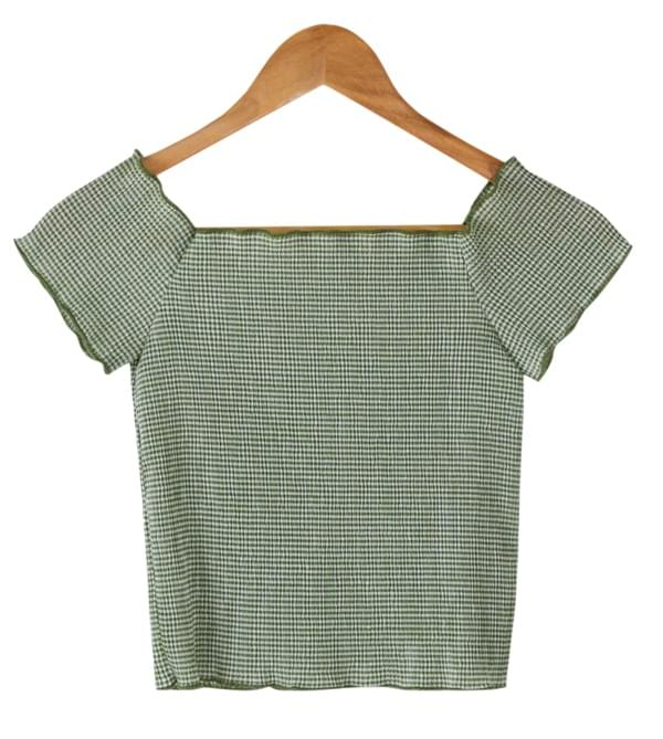 off-shoulder semi crop tee