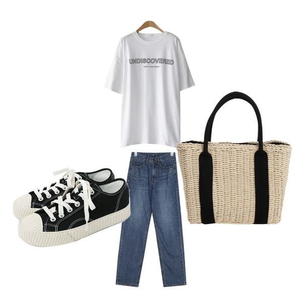 daily monday Simple every day sneakers,ENVYLOOK 커버드전사티,AIN fancy straight denim pants (s, m, l)등을 매치한 코디