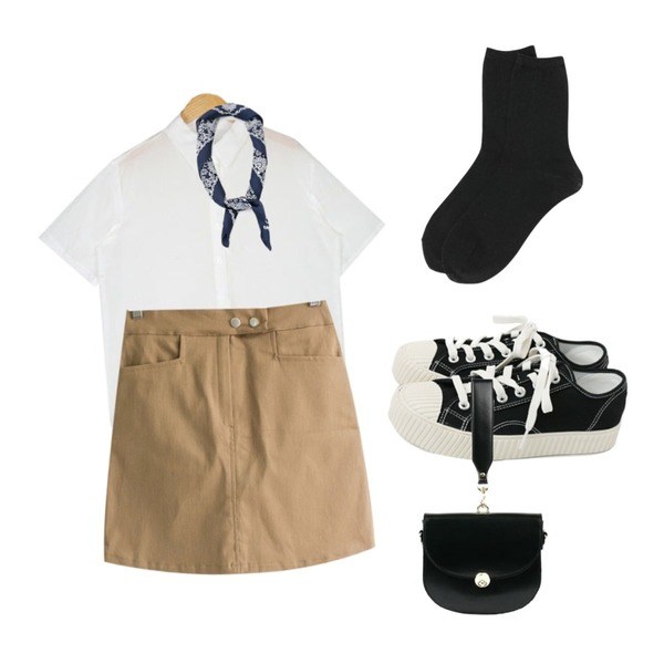 daily monday Glitter basic socks,daily monday Simple every day sneakers,AIN so basic half shirts등을 매치한 코디