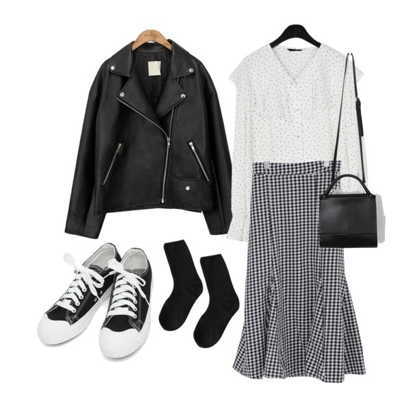 common unique [OUTER] BLACK PLAT RIDER JACKET,daily monday Lovely collar dot blouse,AIN basic monday sneakers (230-250)등을 매치한 코디