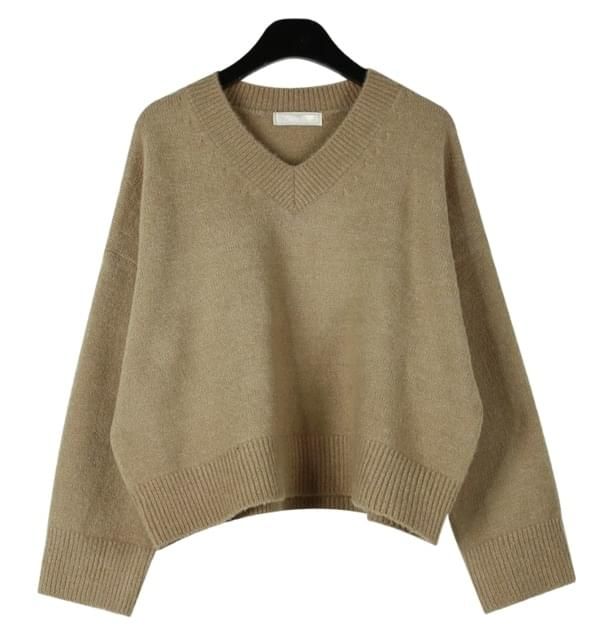 Snug crop v-neck knit