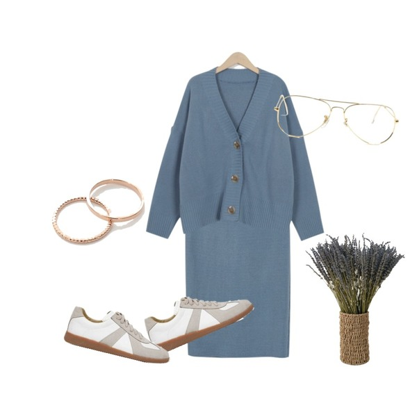 AIN martin simple sneakers (225-250),From Beginning Powder knit cardigan two-piece_M (size : free),From Beginning Powder knit cardigan two-piece_M (size : free)등을 매치한 코디