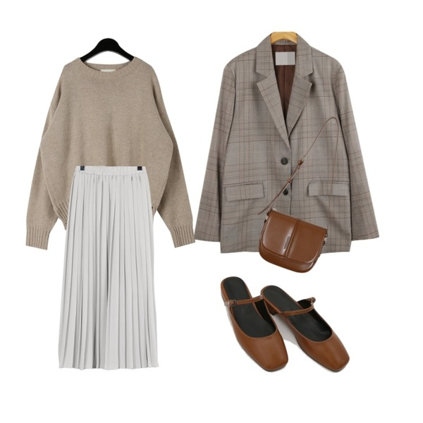 daily monday Purity pleats skirt,daily monday Instep line mule,daily monday Round neck wool knit등을 매치한 코디