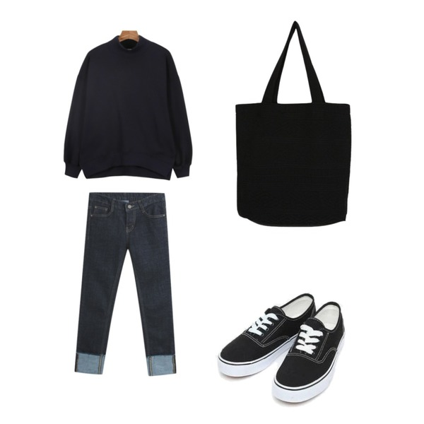 daily monday Daily loose fit pola man to man,TODAY ME 젤라빈 데님 팬츠,AIN daily casual sneakers (230-250)등을 매치한 코디