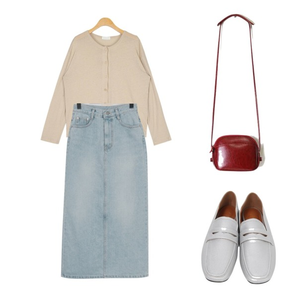 From Beginning Smoothie long denim skirt_H (size : S,M),AIN bagle wearable button T,From Beginning Skin two-way loafer_H (size : 230,235,240,245,250)등을 매치한 코디