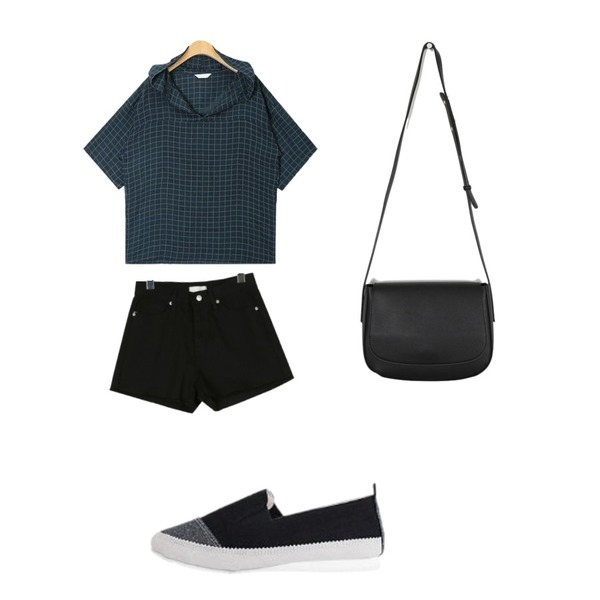 LOVELY SHOES 이브론 시트 슬립온 1.5cm,daily monday A-line cutting shorts,AIN check hood shirts등을 매치한 코디