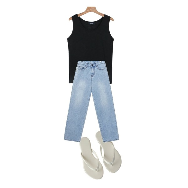 daily monday Daily cutting sleeveless,common unique [BOTTOM] BOY FIT WIDE DENIM PANTS,BANHARU 24 colors basic flip-flop등을 매치한 코디