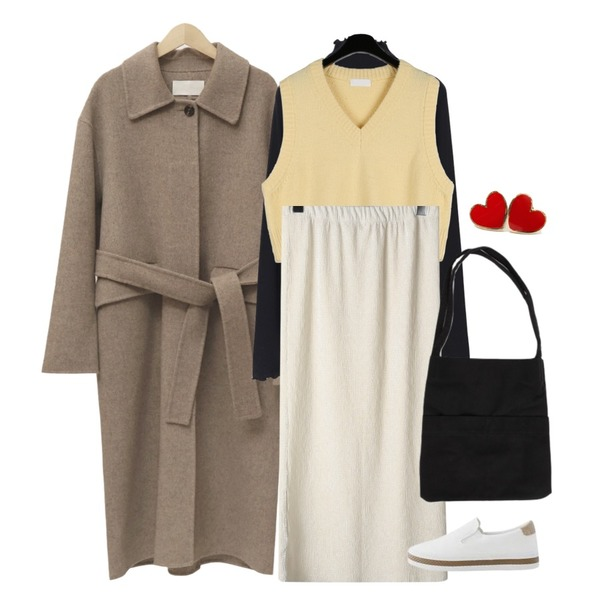 From Beginning Wave neck pola T_S (기모) (size : free),daily monday Cute v-neck knit vest,From Beginning Belted mac handmade coat_J (울 90%) (size : free)등을 매치한 코디