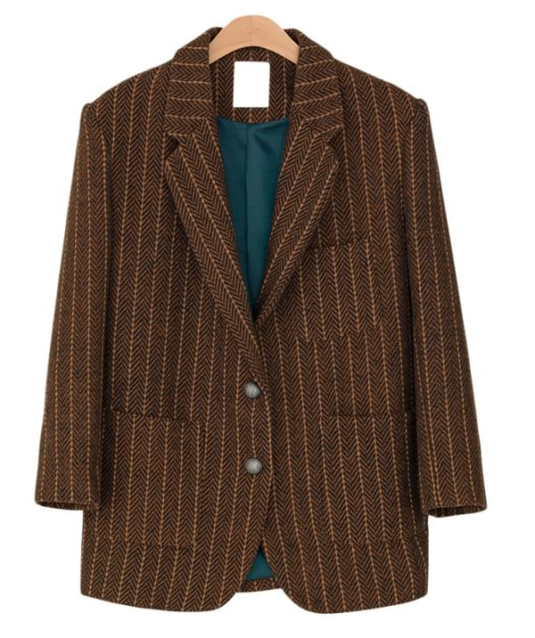 over-fit pattern jacket