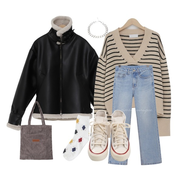 From Beginning Ride dumble over mustang_H (size : free),From Beginning Dean stripe v-neck knit_M (울 45%) (size : free),common unique [BOTTOM] WESS SEMI BOOTS DENIM PANTS등을 매치한 코디