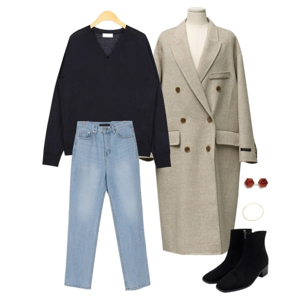 AIN coco v-neck knit,From Beginning Haze slim boots_K (size : 225,230,235,240,245,250),From Beginning Over double handmade coat_M (울 90%) (size : free)등을 매치한 코디