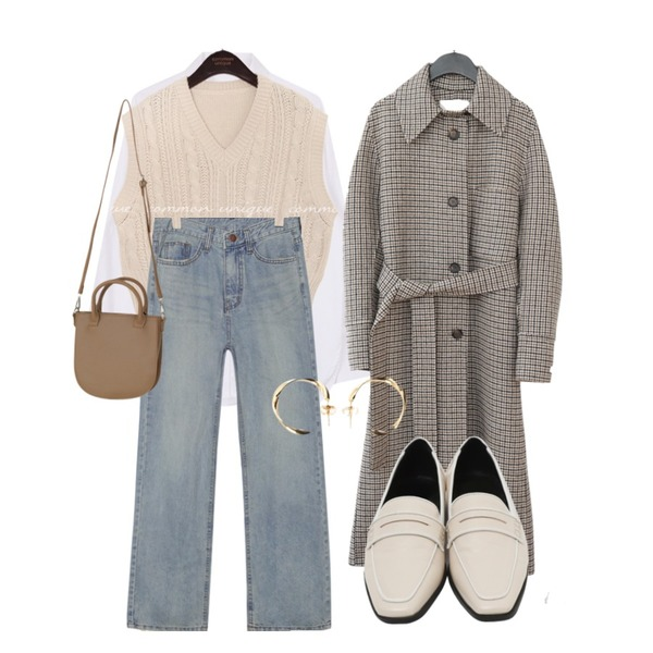 biznshoe Pocket cuffs shirt,common unique [BOTTOM] BRIGHT STRAIGHT DENIM PANTS,common unique KLING TWIST SLIT KNIT VEST등을 매치한 코디