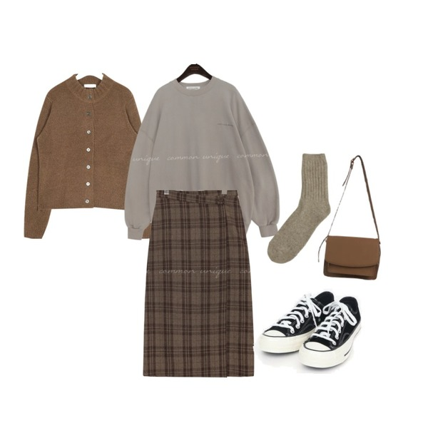 common unique AMONG WOOL CHECK WRAP LONG SKIRT,AIN try warm cardigan,common unique [TOP] ANOTHER SET-UP LETTERING MTM등을 매치한 코디