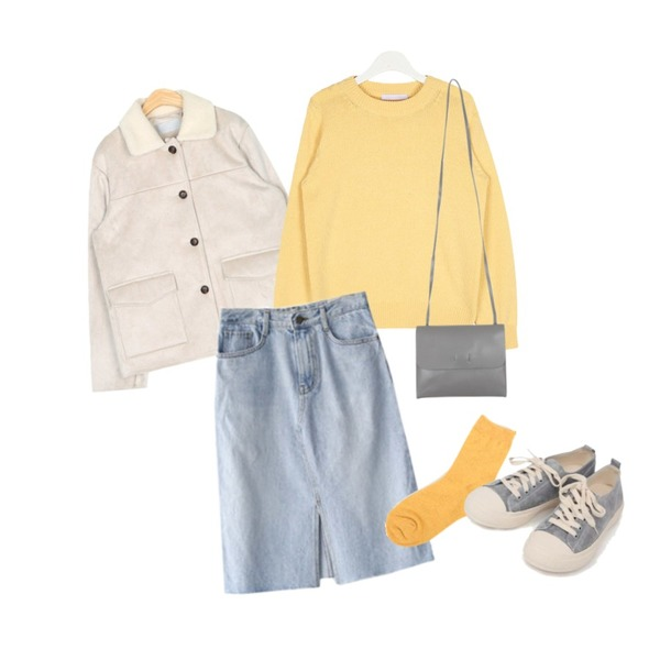 ENVYLOOK 미디포텐청스커트,AIN hit normal round wool knit,AIN out pocket point mustang등을 매치한 코디