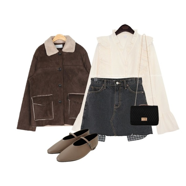ROCOSIX 오즈위고 포켓 스커트,common unique DAISY FRILL WRAP BUTTON BLOUSE,AIN out pocket point mustang등을 매치한 코디