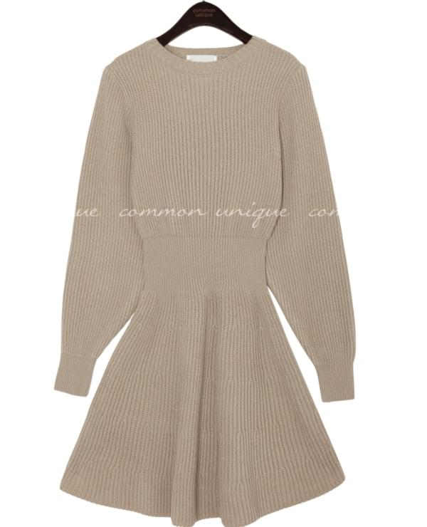 ORDINARY SLIM LINE FLARE KNIT OPS