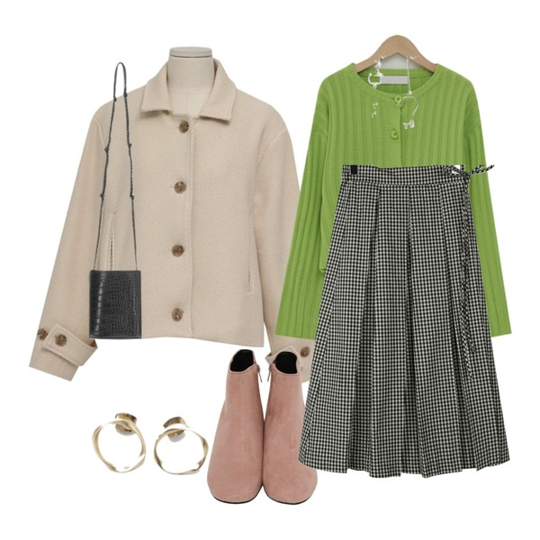 From Beginning Grass suede boots_S (size : 225,230,235,240,245,250),From Beginning Bien twill mac jacket_M (size : free),From Beginning Touch round golgi cardigan_M (size : free)등을 매치한 코디